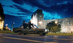 """Matthias Schweighöfer and a classic Mercedes-Benz Stroke 8 in the movie """"Russendisko""""."""