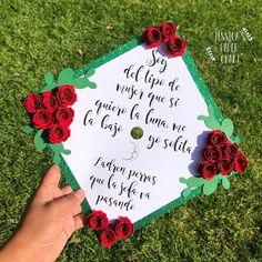 Disney Graduation Cap, Graduation Gifts For Friends, College Graduation Photos, Graduation Cap Toppers, Graduation Portraits, Graduation Cap Designs, Graduation Cap Decoration, Graduation Photoshoot, Graduation Diy