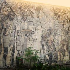 Auch in Favoriten findet sich so manches Kleinod: Relief-Mosaik mit der Darstellung von Albert Schweitzer in einem Innenhof in der Absberggasse, 1100 Wien Albert Schweitzer, Mount Rushmore, Mountains, Nature, Instagram Posts, Painting, Travel, Art, Indoor Courtyard