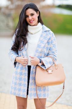 Houndstood blue coat abrigo pata de gallo azul zapatos de tacón Chloe Borel stilettos shoes bolso Georges Rech handbag Crimenes de la Moda