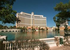 Die schönsten Filmhotels der Welt: Hier sehen Sie das Bellagio in Las Vegas. Es ist das wohl »meistverfilmte« Hotel: »Hangover«, »Ocean's Eleven« ... Hier geht's zum gesamten Artikel: http://www.nachrichten.at/reisen/Die-schoensten-Filmhotels-der-Welt;art119,1212158 (Bild: AFP)