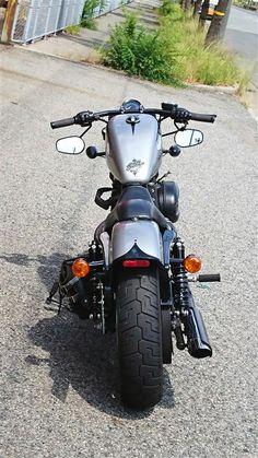 Harley Davidson News – Harley Davidson Bike Pics Harley 883, Harley Sportster 48, Sportster Cafe Racer, Hd Sportster, Custom Sportster, Harley Bikes, Bobber Motorcycle, Motorcycle Garage, Harley Davidson Trike