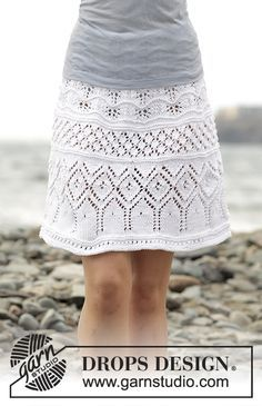 """Knitted DROPS skirt with lace pattern worked top down in """"Muskat"""". Free Pattern"""
