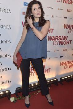 """Joanna Sydor na premierze filmu """"Warsaw by Night"""" w granatowych czółenkach PRIMAMODA www.primamoda.com.pl/zgrabne-niebieskie-czolenka.html"""