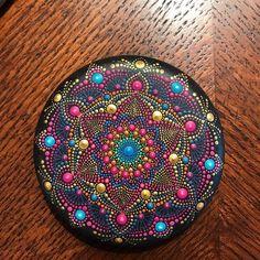 Foto van Koper die dit item heeft beoordeeld met de Etsy app for iPhone. Mandala Art, Mandala Painting, Mandala Design, Dot Art Painting, Pebble Painting, Pebble Art, Stone Painting, Mandala Painted Rocks, Mandala Rocks