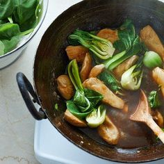 Ginger chicken stir-fry with greens - Chatelaine Recipes Asian Recipes, Healthy Recipes, Ethnic Recipes, Yummy Recipes, Stir Fry Recipes, Cooking Recipes, Cooking Tips, Chatelaine Recipes, Thai Curry