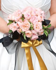 Browse our favorite bouquets that Martha brides carried down the aisle.