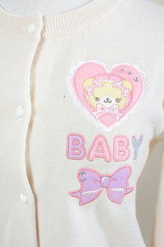 Cute cardigan detail. <3