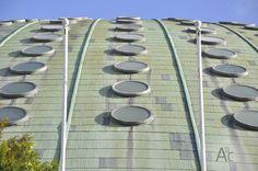 [613] Ventanas circulares en cubierta http://arquitecturadc.es/?p=7041 #Oporto #Arquitectura