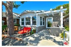 This funky Santa Monica, California, bungalow was one of our most popular real estate finds of the year! Santa Monica, Little Cottages, Beach Cottages, Beach Houses, Tiny Houses, Teak Flooring, Coastal Living, Tiny Living, Coastal Decor