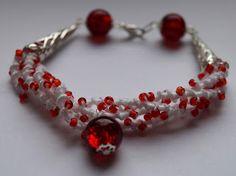 Rękodzieło Tosia Handmade tatted bracelet, with a lot of beads