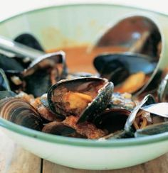 Mussel and tomato couscous (fat conscious/pescatarian/dairy free) Food And Thought, Sustainable Seafood, Good Food, Yummy Food, Pescatarian Recipes, Appetizer Recipes, Appetizers, Mussels, Dairy Free