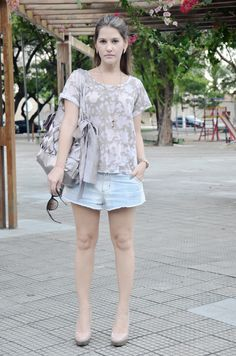 jeans shorts, nude scarpin