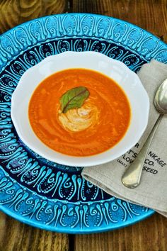 Creamy Butternut Squash and Tomato Soup. Such a fresh and intense flavour. #soup #butternutsquash #vegan