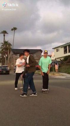 Skateboard Design, Skateboard Girl, Film Aesthetic, Aesthetic Videos, Beginner Skateboard, Estilo Indie, Skate Girl, Cute Friend Pictures, Skater Boys