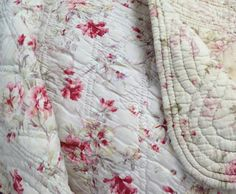 beautiful antique French boutis Shabby Chic Quilts, Old Country Houses, Linen Bedding, Bed Linens, Fabric Boxes, French Fabric, Antique Quilts, French Antiques, Interior Inspiration