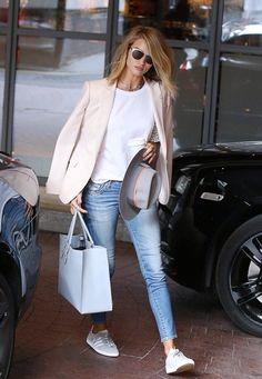 Rosie Huntington nos da un ejemplo de como llevar el Street Style | Bossa