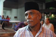 Boria, a performing art form that evolved from the song and dance routines of the East India Company regiments, is unique to Penang. Before television became popular, most Malay and Muslim youth in Penang were Boria fans and almost every Malay kampong would have its own Boria troupe participating in processions. 62-year old Mohd. Jailani is a Boria practioner and known for his significant role in the Kampung Rawana Boria troupe and Sungai Pinang Boria troupe in the 1980s.