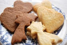 Christmas Shortbread Recipe with Almond, Cinnamon and Ginger Powder: The Easy Recipe - Recettes Sugar Cookies From Scratch, Cookie Recipes From Scratch, Easy Cookie Recipes, Dog Food Recipes, Desserts With Biscuits, Cookies Et Biscuits, Cookies Box, Shortbread Recipes, Cheesecake Recipes