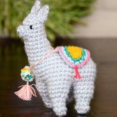 Crochet yourself a tiny llama Christmas ornament!