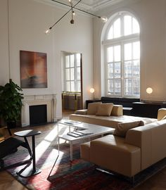 Softroom has designed a Eurostar lounge for business-class passengers in Paris' Gare du Nord, featuring a circular cocktail bar and plush upholstery Lofts, Dark Green Kitchen, Mad About The House, Lounge Design, Front Rooms, Interior Decorating, Interior Design, Elle Decor, Living Area