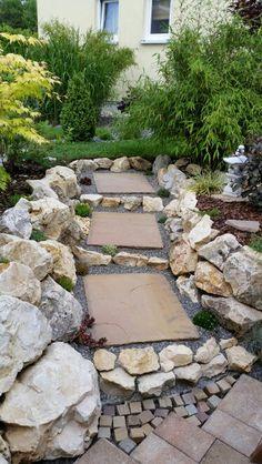 Indische Sandsteinplatten im Garten