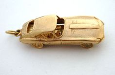 Vintage-9ct-gold-E-TYPE-JAGUAR-OPENS-WITH-ENGINE-CHARM