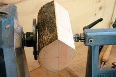 Woodworking Projects Garage How to Turn Live-Edge Bowls: 5 Steps (with Pictures).Woodworking Projects Garage How to Turn Live-Edge Bowls: 5 Steps (with Pictures) Lathe Projects, Cool Woodworking Projects, Fine Woodworking, Wood Projects, Woodworking Garage, Woodworking Basics, Woodworking Techniques, Woodworking Furniture, Wood Turning Lathe
