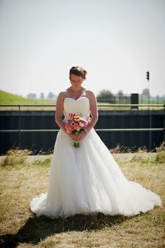 bruid met haar bruidsboeket