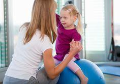 La psicomotricità educativa può rivelarsi utile per tutti i bambini, in particolare per quelli timidi e insicuri perché migliora la fiducia in se stessi e negli altri, oltre alla capacità di comunicare. E' indicata anche per i bimbi molto vivaci che fanno fatica a concentrarsi. Per bambini con alcuni disturbi come autismo, ritardo mentale o altre patologie neuromotorie e neuropsichiatriche, può essere utile la psicomotricità terapeutica