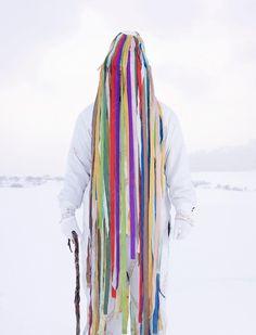 Nato nel 1975 e laureato alla Scuola d'Arte di Rouen, Charles Fréger ha realizzato il progetto fotografico Wilder Man che prima di tutto si è rivelato uno studio antropologico delle tradizioni e dei riti religiosi e pagani d'Europa.