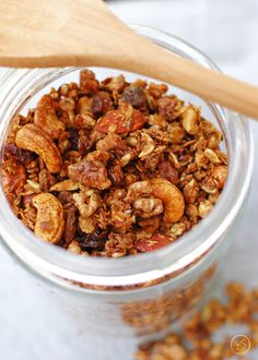 Try this granola z orzechami recipe, or contribute your own. Granola, Muesli, Dog Food Recipes, Healthy Recipes, Healthy Lifestyle, Cereal, Almond, Good Food, Easy Meals