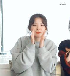no more words to say That is So Cute Kpop Girl Groups, Korean Girl Groups, Kpop Girls, Red Velet, Kang Seulgi, Red Velvet Seulgi, Velvet Fashion, Chic Outfits, Trendy Outfits