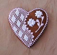 szív Saint Valentine, Valentines Day Hearts, Cake Decorations, Edible Art, Heart Art, Pound Cake, Decorated Cookies, Cookie Decorating, Pastries