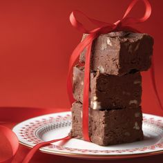 Chocolate Fudge ~ this recipe was so strongly associated with Mamie that a copy of it appears in the archives of the Eisenhower Presidential Library. Fudge Recipes, Candy Recipes, Dessert Recipes, Oh Fudge, Fudge Brownies, Holiday Treats, Holiday Recipes, Christmas Recipes, Christmas Time
