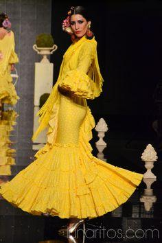 "Simof 2015: ""La Glorieta"" de Pilar Vera Flamenco Dancers, Flamenco Dresses, Dress Outfits, Fashion Dresses, Costumes Around The World, Spanish Dancer, Mellow Yellow, African Dress, Dance Costumes"