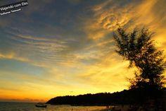 Sihanouk Ville é o principal destino para quem pretende viajar no Camboja e conhecer as praias do país. A cidade é muito procurada por jovens mochileiros, devido a sua agitada vida noturna, ótimas praias e local de partida para Koh Rong, uma ilha paradisíaca para mochileiros.