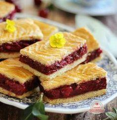 Az igazi meggyes linzer Hungarian Desserts, Hungarian Recipes, Hungarian Food, Bosnian Recipes, Croatian Recipes, Summer Desserts, No Bake Desserts, Torte Cake, Sweet Cakes