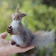 This little squirrel now in my store and available for adoption(: Link in profile☺️ 🌿Белка-потеряшка ищет нового хозяина(: ссылка на мой магазин в профиле☺️
