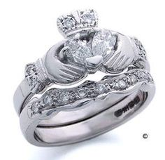 I love claddagh rings!