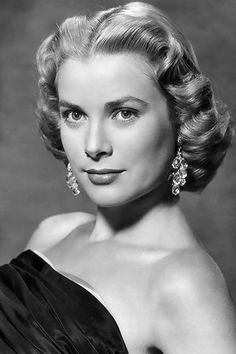 Stage and Screen, Personalities, pic: early American actress Grace Kelly, portrait, Grace Kelly Hollywood Glamour, Hollywood Stars, Hollywood Actresses, Classic Hollywood, Old Hollywood, Actors & Actresses, Hispanic Actresses, Brunette Actresses, Young Actresses