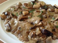 Escalopes with mushrooms (champignons, porcini mushrooms or mixed mushrooms) .-Scaloppine ai funghi (champignon, porcini o misto funghi) Porcini Mushrooms, Stuffed Mushrooms, Cena Light, Beef Skillet Recipe, Meat Recipes, Cooking Recipes, Beef Dishes, Light Recipes, I Love Food