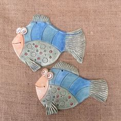 keramická ryba 1 Source by hrdinka Clay Fish, Button Crafts, Vintage Buttons, Clay Projects, Clay Creations, Clay Art, Rock Art, Essie, Sculpting