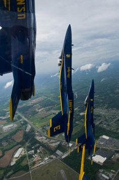 Capt. Greg McWherter, commanding officer and flight leader for the U.S. Navy flight demonstration squadron, the Blue Angels, leads a formation of F/A-18 Hornets during a looping maneuver at the Tuscaloosa Regional Air Show 2012. The Tuscaloosa Regional Air Show was the fourth show site of the squadron's 2012 season. (U.S. Navy photo by Mass Communication Specialist 2nd Class Andrew Johnson)