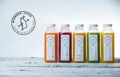 Pullo on tavallinen ja etiketissä on yksinkertaiset värit ja hienosti muotoiltu sisältö.