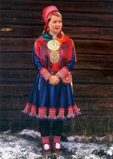 Finland A colorful costume of the Sami people of Northern Scandinavia - also known as Lapps. Folklore, Costume Ethnique, Costumes Around The World, Folk Clothing, Islamic Clothing, Lappland, Beautiful Costumes, Ethnic Dress, Estilo Boho