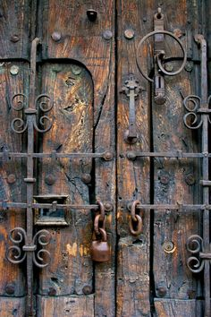Conquistador Entrance Guadalajara Mexico by PatrickGeorgePhoto Vintage Doors, Antique Doors, Antique Lamps, Door Knobs And Knockers, Door Hinges, Rustic Doors, Wooden Doors, Entrance Doors, Doorway
