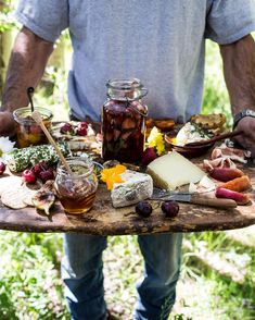 to make a Killer Summer Cheeseboard (with pickled strawberries + Herb Roasted Cherry Tomatoes!) How to make a Killer Summer Cheeseboard (with Pickled Strawberries + Herb Roasted Cherry Tomatoes! Cheese Platters, Food Platters, Cheese Table, Appetizer Recipes, Appetizers, Roasted Cherry Tomatoes, Roasted Strawberries, Cheese Party, Snacks Für Party