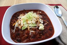 Crockpot Chili (slow cooked with beer) Chili Ingredients, Cooking With Beer, Good Food, Yummy Food, Soup And Salad, Food For Thought, Crockpot Recipes, Stew, Slow Cooker