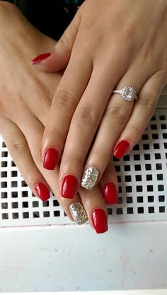 red summer nails ☼